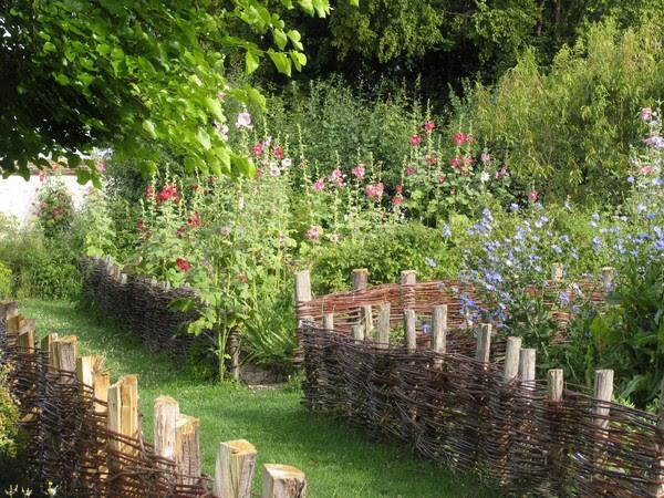 idee_bordure_e_recinzioni_fai_da_te_per_giardini_00007
