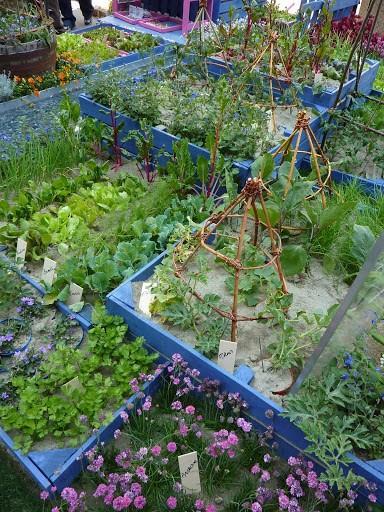 Bordure e recinzioni fai da te per giardini - Aiuole giardino fai da te ...