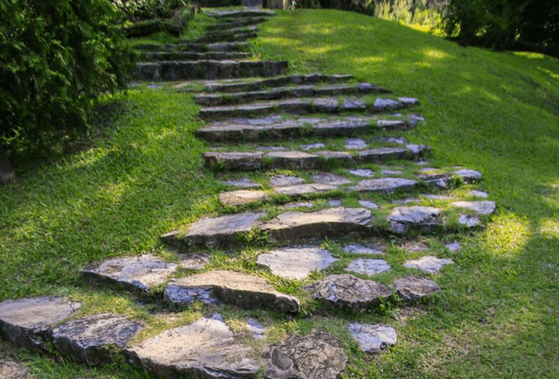 V di vialetti da giardino idee per sentieri camminamenti e pavimenti con pietre e legno - Pietre camminamento giardino ...