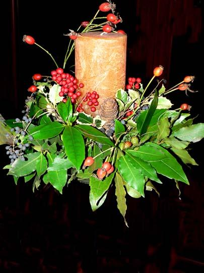 Decorazioni Natalizie Con Foglie Di Magnolia.Centrotavola E Addobbi Di Natale Fai Da Te Con Cio Che Abbiamo In
